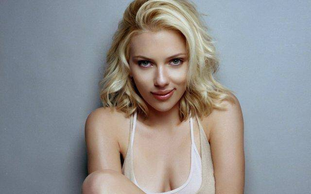 Nude pictures of Scarlett Johansson hit the internet today.